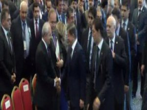 Davutoğlu ve Kemal Kılıçdaroğlu tokalaştı