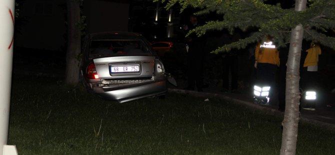 Otomobil, ağaca çarparak durabildi