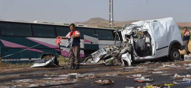 Kayseri'de Öğrenci taşıyan midibüs kaza yaptı: 1 ölü, 15 Yaralı