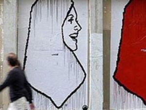Başörtülü Türk Bayana Çirkin Saldırı