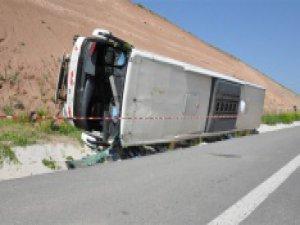 Yolcu otobüsü şarampole devrildi: 25 yaralı