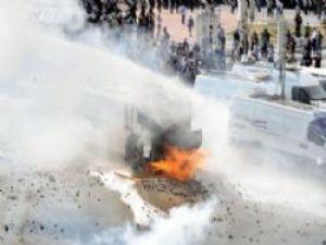 Göstericiler TOMA'yı Ateşe Verdi