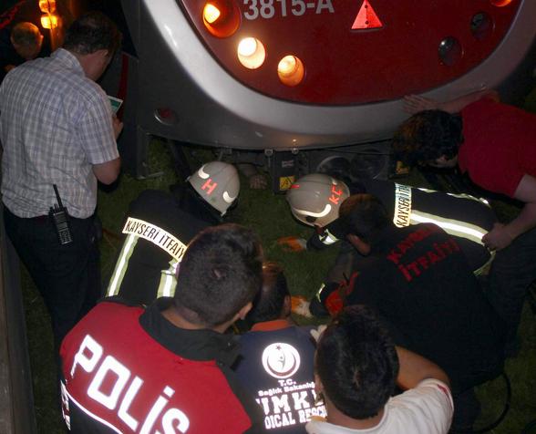 Tramvayın Altında 20 Metre Sürüklenen Adam Hayatını Kaybetti