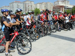 BİSİKLET İLE ERCİYES'E ÇIKTILAR