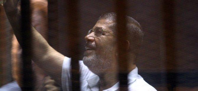 Dünya Mursi'ye sahip çıkıyor