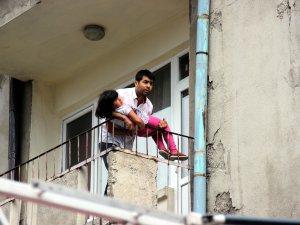 Çorakçılar'da 5 yaşındaki kızını iple rehin aldı