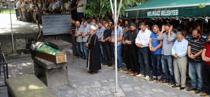 KAYSERİ'DE KAZADA ÖLEN İŞÇİLER TOPRAĞA VERİLDİ