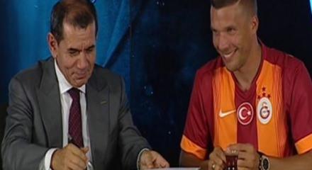 Lukas Podolski Galatasaray'a imzayı attı - VİDEO