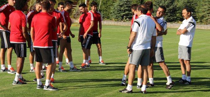 Kayserispor yeni sezon hazırlıkları için topbaşı yaptı