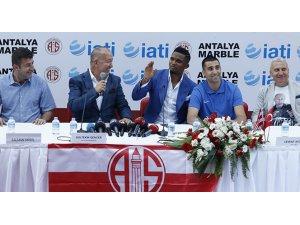 Eto'o Antalyaspor'a imzayı attı