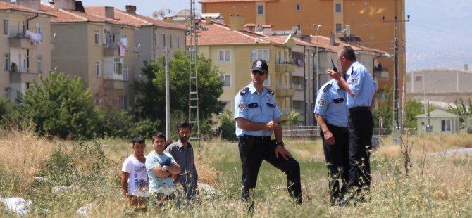 KAYSERİ'DE GENÇ ÇOCUK BOŞ ARAZİDE ÖLÜ BULUNDU