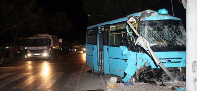 2 yolcu minibüsü çarpıştı: 6 yaralı