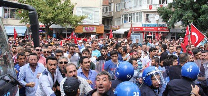 Şehidin cenaze namazı öncesinde HDP il binası önünde gerginlik