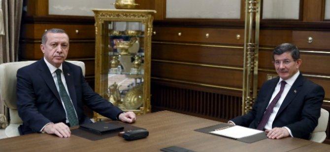 Geçiçi hükümeti kurma görevi Davutoğlu'nun