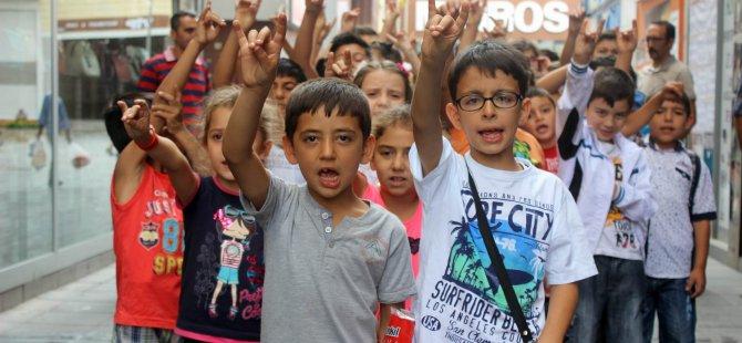 MHP'Lİ MİNİKLERDEN 'TERÖR' EYLEMİ
