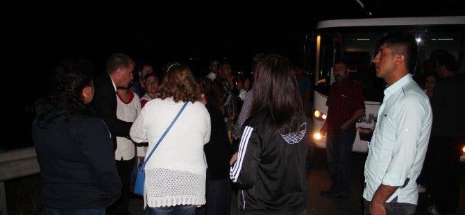 KAYSERİ'DE OTOBÜSLERİ ARIZALANAN YOLCULAR