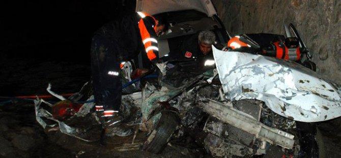 Otomobil ile TIR çarpıştı: 5 ölü, 2 ağır yaralı