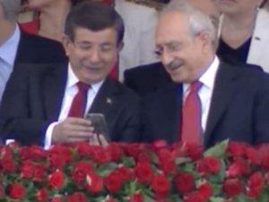 Davutoğlu ile Kılıçdaroğlu törende ne konuştu?