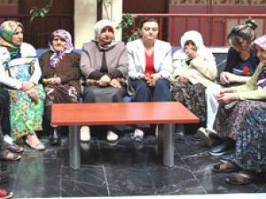 AK Parti İl Kadın Kolları Yaşlıları ziyaret etti