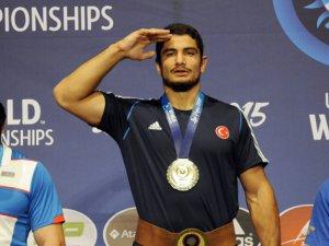 Türk güreşçilerin büyük başarısı