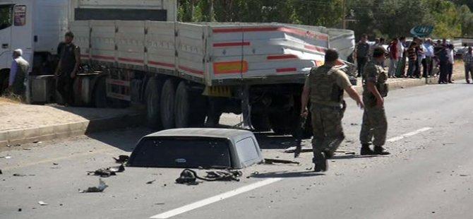Polis aracı TIR'a çarptı: 2 şehit, 2 yaralı