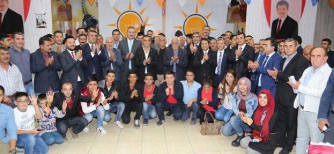 200 kişi topluca AK Parti'ye katıldı