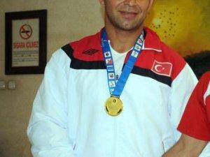 Şekerspor İşitme Engelli güreşçisi96 kiloda Avrupa Güreş Şampiyonu oldu