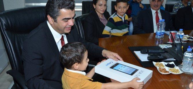 Kayseri Valiliği'nden 31 şehit çocuğuna tablet ve bilgisayar