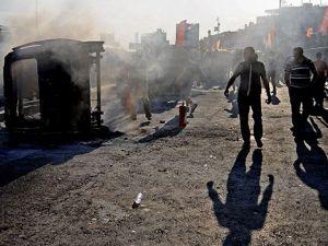 Eylemciler polis aracını yaktı