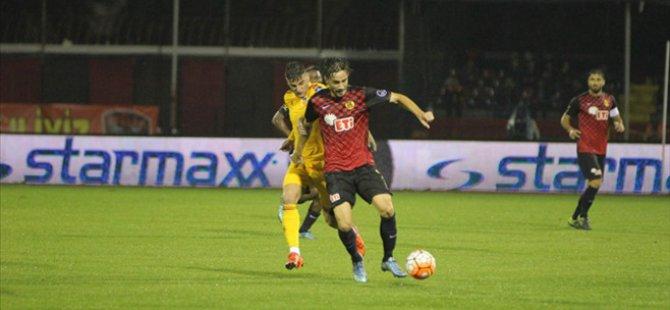 Kayserispor 10 Kişi kaldığı maçta 3 puanı söke söke aldı