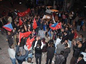 Yeşilhisar'da Ak partililer sokaklara döküldü