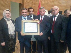 AK Parti Kayseri Milletvekilli Sami  Dedeoğlu mazbatasını aldı