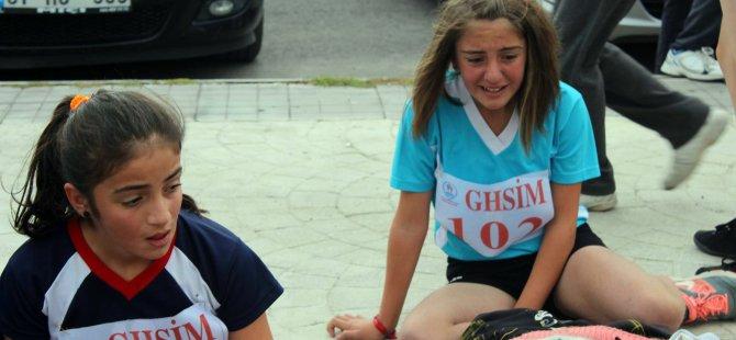 Kayseri'de kız öğrenciler gözyaşlarına boğuldu