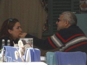 Mehmet Ali Erbil, Genç Sevgilisini Eliyle Besledi