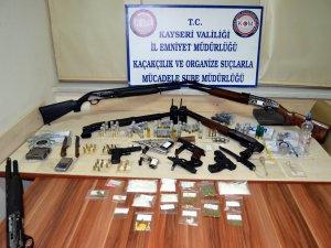Kayseri'de esrar,bonzai,cinsel içerikli hap,tabanca,satan 14 kişi yakalandı