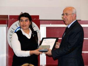 Kız Kardeşim Eğitimi 79 Kayserili kadın sertifikasını aldı