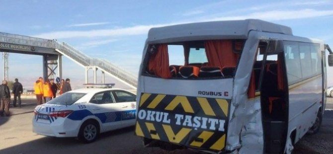 Kayseri karayolu Trafik Kazası 4'ü Ağır 16 Yaralı