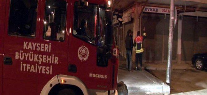 Kayseri'de ikinci el mobilya satan bir dükkanda yangın
