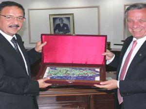 Özhaseki'den Başkan Koçal'a Nezaket Ziyareti