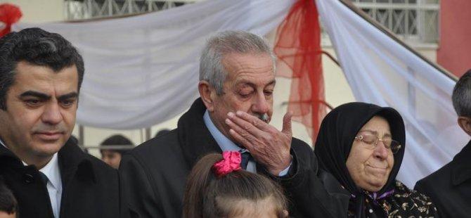 Hayırsever Osman Akgöz gözyaşlarını tutamadı