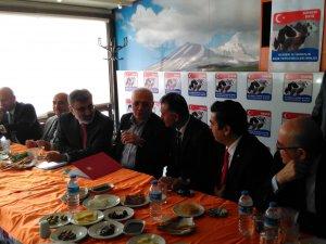 Bakan Elitaş Kayseri Damızlık Sığır Yetiştiricileri Birliği toplantısına katıldı