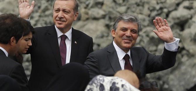 Erdoğan ve Gül, alkışlarla karşılandı