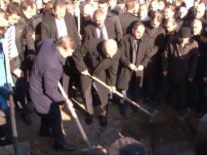 Erdoğan Karakaya'nın Mezarı Başında Kuran Okudu Haberi
