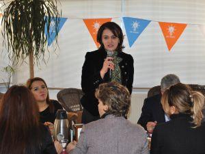 Kayseri Ak Parti Kadın Kolları Seçme seçilme dönümü programı düzenledi