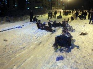 Talas'ta Kar yağışı renkli görüntülere neden oldu