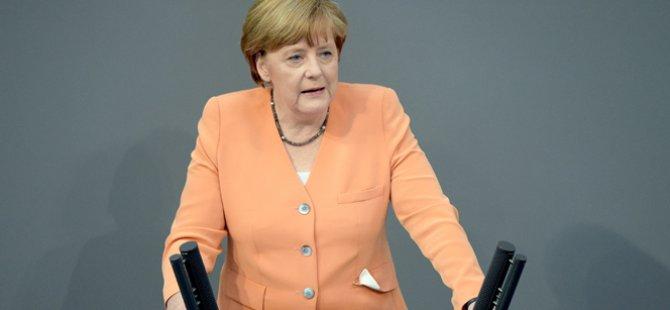 Merkel'in ofisinde bomba alarmı