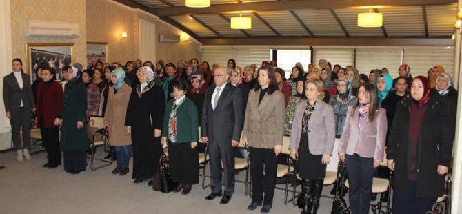 Başkan Özden'den il ve ilçe kadın kollarına plaket