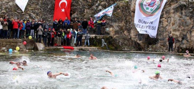 Bünyan'da Kış ortasında yüzme şenliği