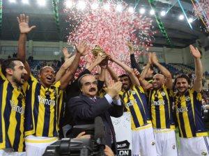 Galatasaray'ı Salon Turnuvası'nda yenen Fenerbahçe Şampiyon oldu