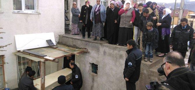 KAYSERİ'DE SOBA ZEHİRLENMESİ AYNI AİLEDEN 3 KİŞİ HAYATINI KAYBETTİ